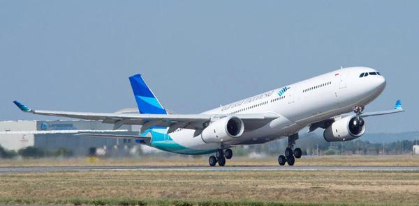 800x600_1380094628_A330-300_Garuda_take_off