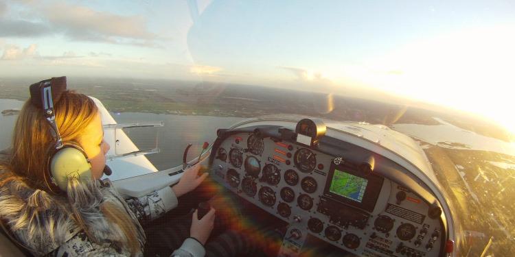 Vliegkampen En Weekenden Blijken Schot In Roos Piloot