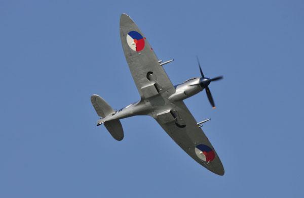 Spitfire van de SKHV in haar element.