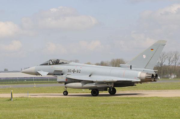 Eurofighter-Luftwaffe-taxiet-naar-de-take-off-positie .