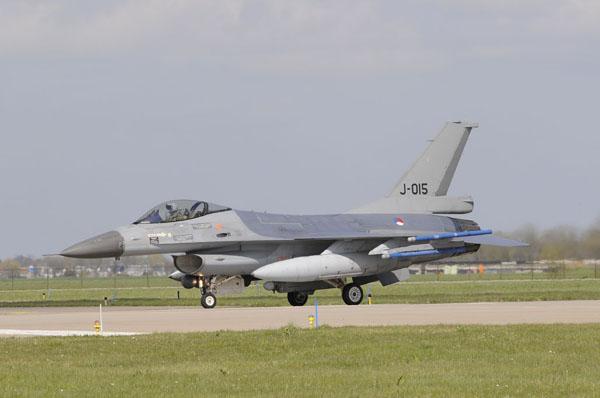 KLu F-16 ready for take off.