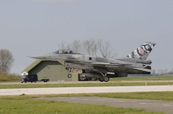Landende Poolse F-16C.