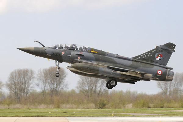 Mirage 2000D tijdens de landing.