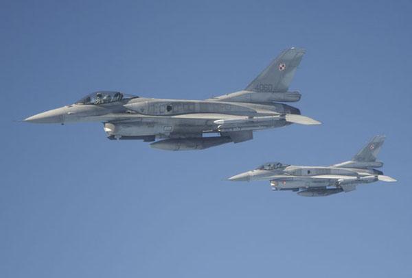 Poolse F-16C's tijdens de air refuelling training_