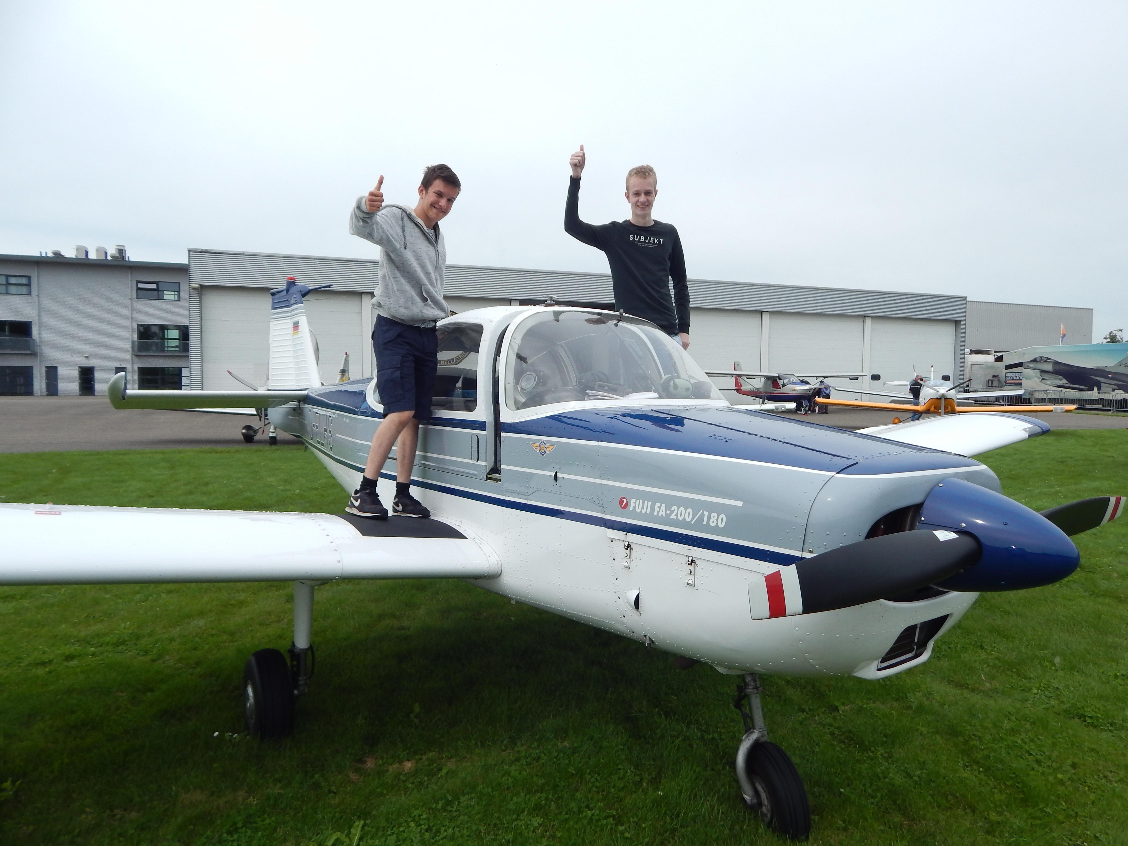 Vijf Jaar Vliegende Tieners Piloot Vliegtuig